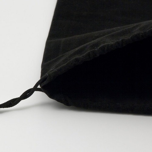 Hanging of the bag with black cord